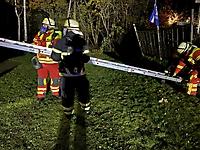 Flammen schlagen aus Dachrinne