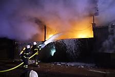 Brennt Holzlager für Heizung am Hühnerstall